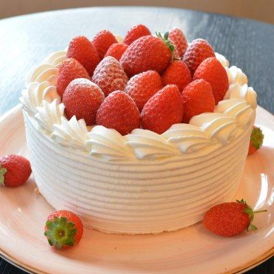 いちご狩り+オリジナルいちごケーキ作り体験